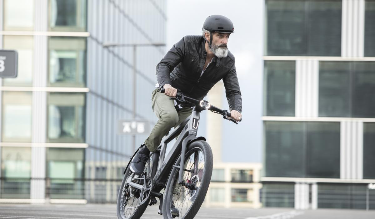 Man drives stromer ST5